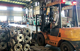 Pic for In the production workshop, the workers transported the spare parts of the pump